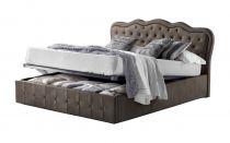 Lit coffre CLASSICAL existe en plusieurs tailles de couchage : 120/140x190cm 160/180x200cm en tissu nubuck taupe