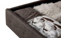 Lit coffre MINERVA existe en plusieurs tailles de couchage : 120/140x190cm 160/180x200cm en tissu nubuck taupe